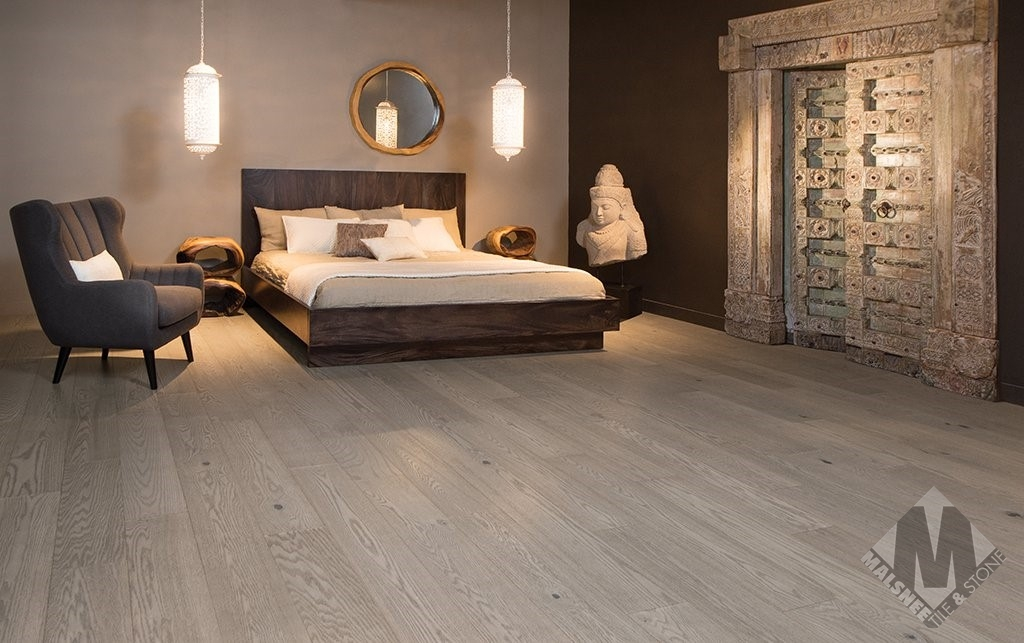 hardwood-flooring-red-oak-treasure-character-brushed-1