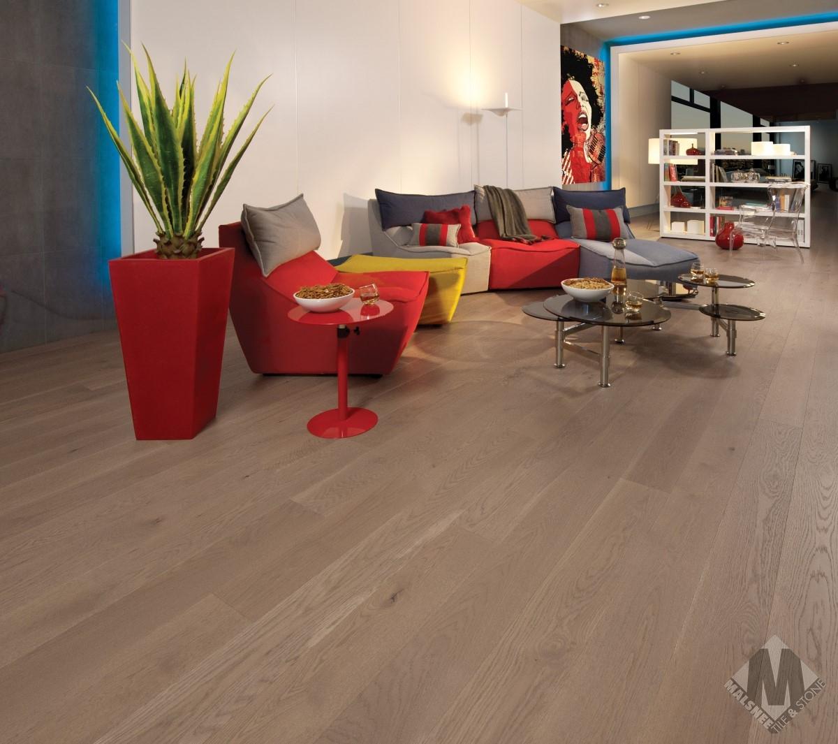 hardwood-flooring-white-oak-sand-dune-character-brushed-1